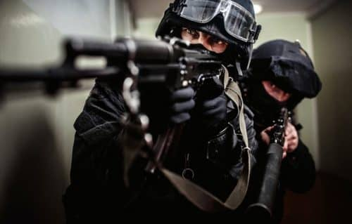 Как нужно обращаться с огнестрельным оружием