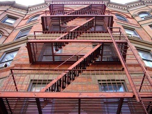 Особые требования к лестницам, проходам, маршам