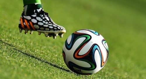 Бутса и мяч